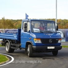 "<span class=""image-name"">Новый Mercedes / New Mercedes</span>"