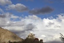 "<span class=""image-name"">Вид на Лех от Шанти-Ступы / View from Shanti Stupa to Leh old castle</span>"